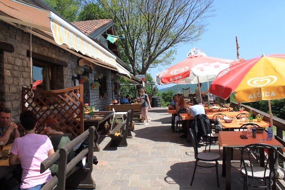Кафе балкон Италии